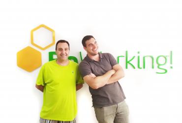 Narciso y Juan, beworkers que se dedican a la captación de clientes de empresas de amianto.
